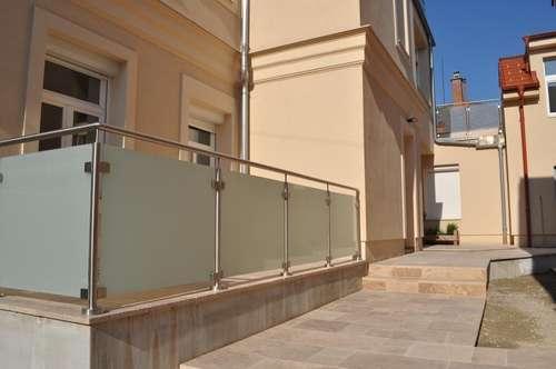 PROVISIONSFREI: 2 Zimmerwohnung/Büro/Praxis mit schöner Terrasse und Vorgarten