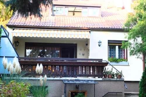 Gemütliches Haus mit schönem Garten, Pool und Potential