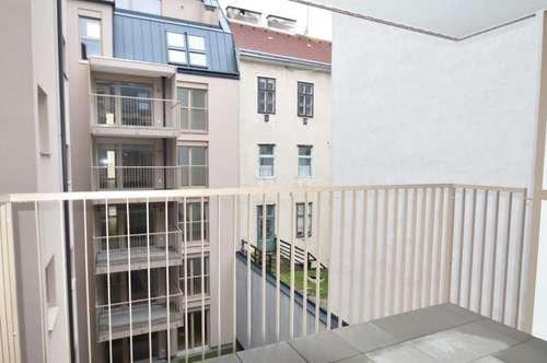 Erstbezug! Schöne 3 Zimmer Wohnung mit Innenhof-Balkon
