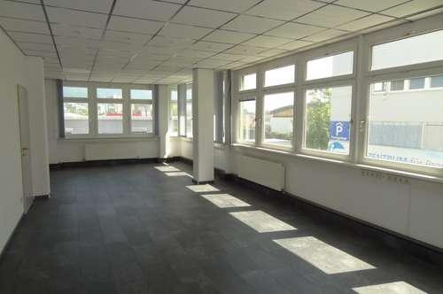 Helle und preiswerte Bürofläche in DEZ-Nähe zu vermieten