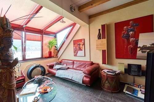 Klimatisierte Dachgeschoßwohnung auf zwei Ebenen in Kliniknähe