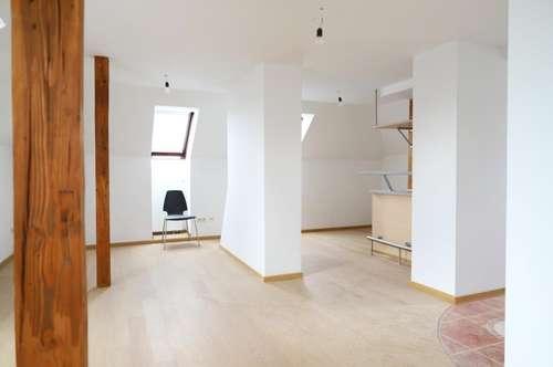 Sehr helle Vier-Zimmer Wohnung