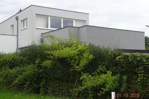 Moderne großzügig-geplante Doppelhaushälfte mit Top-Nutzungsmöglichkeit