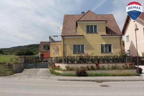 Sanierungsbedürftiges Siedlungshaus