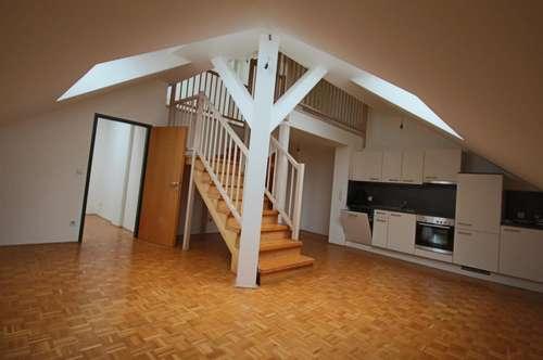 Flippige 2 Zimmer Dachgeschoßwohnung in der Innenstadt in super Zustand! UNBEFRISTET!