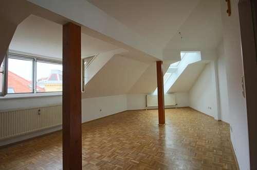Unbefristet!! Extrem lässige, generalsanierte 3 Zimmerwohnung im Dachgeschoss mit Galerie in Geidorf!!! 2er-WG-tauglich!