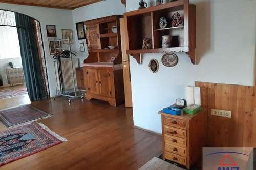 Geschäftshaus mit 2 Wohnnungen und 4 Garagen