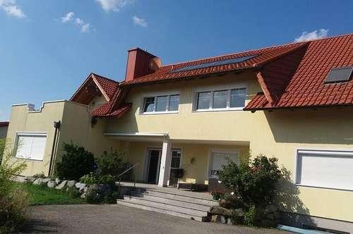 Große 5-Zimmer Wohnung in Villa nahe Linz