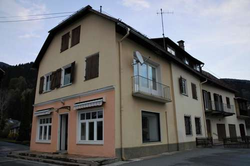 Großzügig gestaltetes Wohn- und Geschäftshaus