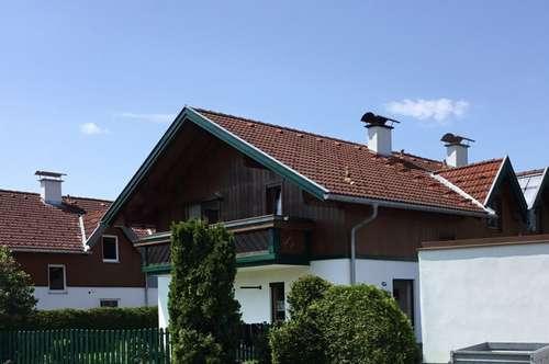 Gebaut wird viel, doch hier kann man gleich einziehen - Doppelhaushälfte mit kleiner, grüner Oase zu verkaufen!