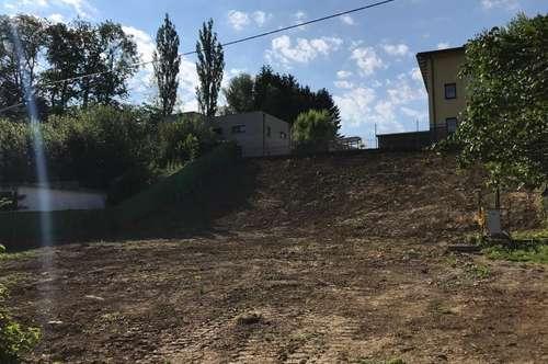 Baugrundstück mit Poolanlage und Gartenhaus