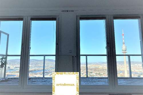 ÜBER DEN WOLKEN - Mini- PENTHOUSE mit atemberaubender DACHTERRASSE im höchsten Stock des MISCHEK-TOWER