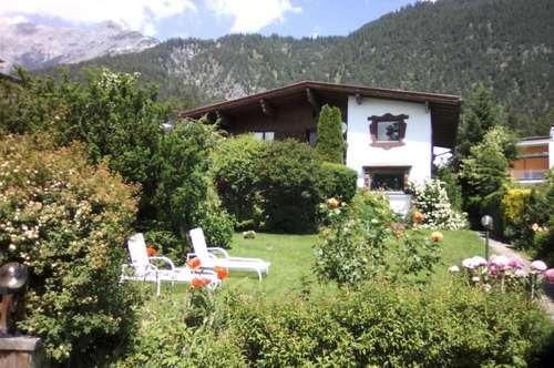 Traumhaftes Wohnhaus in bester Lage von Gnadenwald für Gartenliebhaber