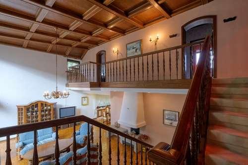 Sanierungsbedürftige 70er-Villa in exklusiver Lage am MyWay auf 1070m² Bauland und 3200m²Grünland