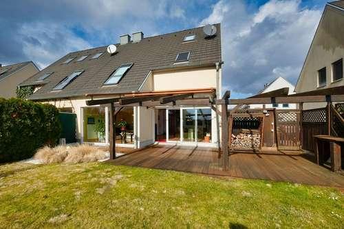 Wunderschöne Doppelhaushälfte! 5 weitere vollwertige Zimmer am Dachboden und im Keller!