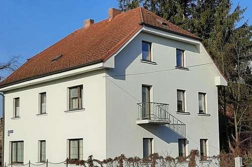 Mehrparteienhaus an der Stadtmauer zu Schärding am Inn