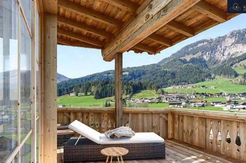 Schickes Tiroler Chalet mit Bergkulisse