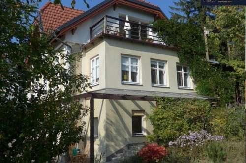 Schönes Wohnen in renovierter Altbauvilla