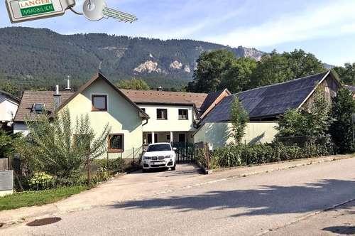 Dieser ehemalige Bauernhof hat zwei Wohneinheiten und Nebengebäude!