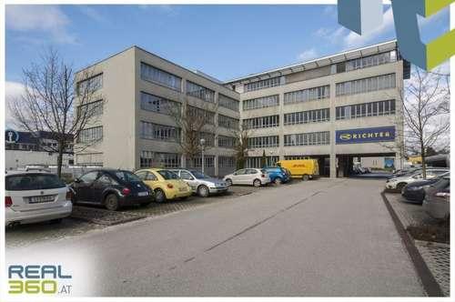 Helle Büroflächen in Pasching gegenüber Plus City zu vermieten - TEILBAR!