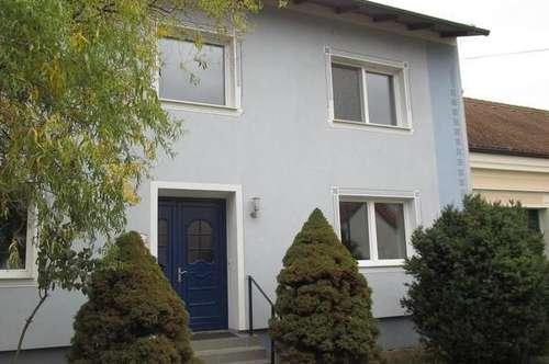 Enzersdorf: Großzügiges Haus mit 7 Zimmer und Lagerhalle