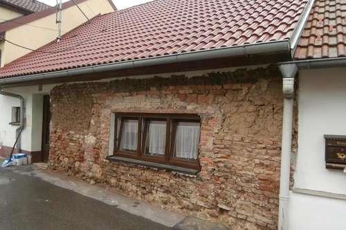 Poysdorf: Kleines Haus, renovierungsbedürftig
