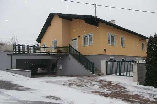 Schrattenberg: Schönes Wohnhaus mit zwei Wohneinheiten