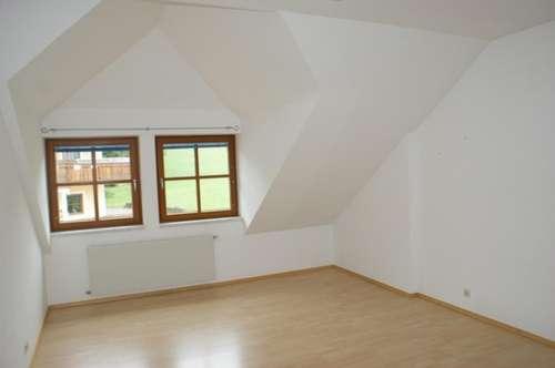Großzügige 2-Zimmer-DG-Wohnung in Anthering