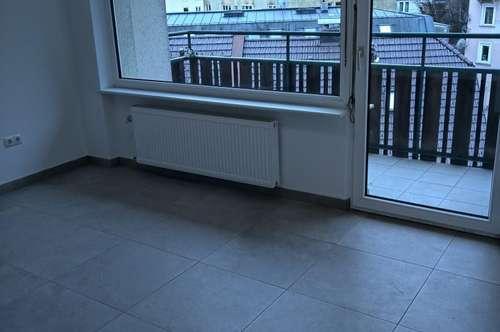 Hübsche, neu renovierte Garconniere mit Balkon