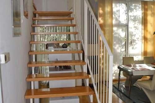Bürmoos: Außergewöhnliche 104 m² Maisonette-Wohnung mit 4 Zimmern und franz.Balkon in Parklandschaft