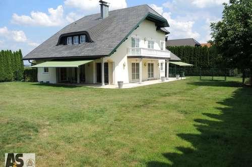 Villa mit ca. 230 m² WFl., 1.500m² parkähnlicher sonn. Garten mit Salettl und D-Garage nahe Mattsee
