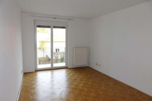 Zentrale und ruhige Pärchen/Single-Wohnung mit Balkon