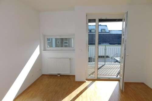 Sonnige Hof-Wohnung mit Balkon für Single oder Pärchen