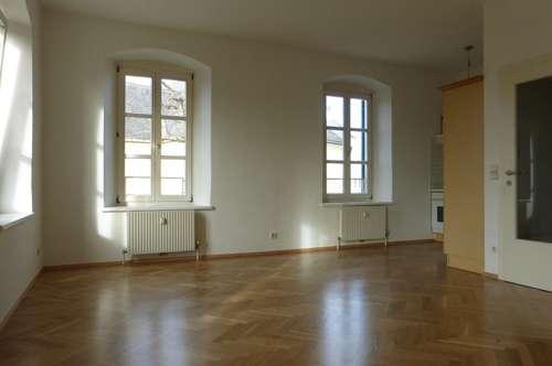 Sinabelkirchen - Singlewohnung mit großem Zimmer und viel Licht!