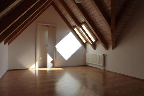 Zentrum Weiz, helle Stadtwohnung, Maisonette mit 4 Zimmern und kleiner Terrasse!
