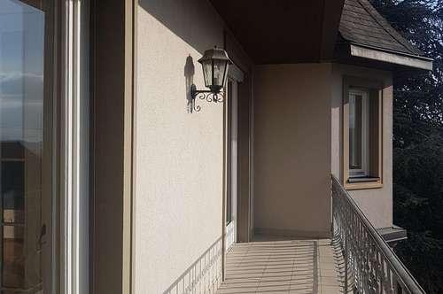 Weiz, Villenviertel nähe HTL! Lichtdurchfluteter Wohntraum mit 2 Balkonen, Kachelofen und Parkplatz!