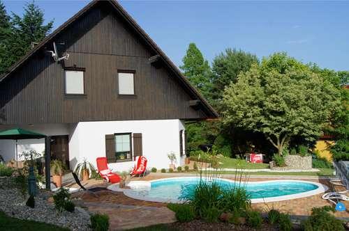 Villa in ruhiger Sackgassenlage mit herrlicher Aussicht und Pool!