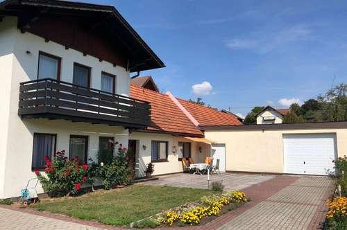 Wohnhaus samt Garagen in Schörfling am Attersee