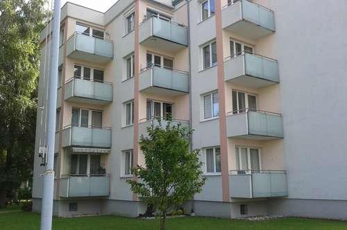 Ruhige, zentrumsnah gelegene 3-Zimmer-Wohnung mit möblierter Küche in Ried