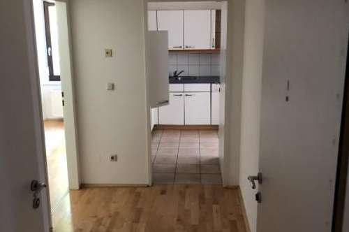 Geräumige, ruhig gelegene 2- Zimmer- Wohnung in zentraler Lage Ried