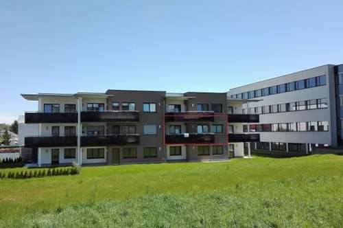 Neuwertige, geräumige 2-Zimmer-Wohnung mit möblierter Küche, Loggia und Carportplatz in ruhiger Wohnlage Ried