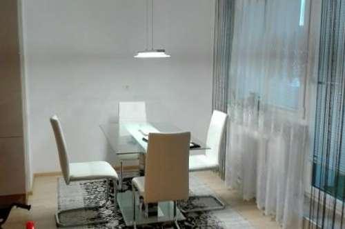 Ruhige 2-Zimmer Wohnung mit neu moblierter Küche und Balkon im Dachgeschoss in Stadtrandlage Ried