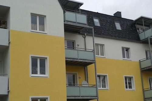 Interessante, sonnige 4-Zimmer-Wohnung mit Balkon im Dachgeschoss in ruhiger Wohnlage Ried