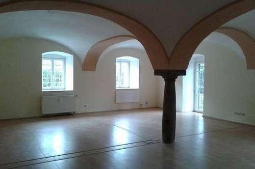 Stilvolle, ruhig gelegene 3-Zimmer-Wohnung mit kleinem Garten in Obernberg