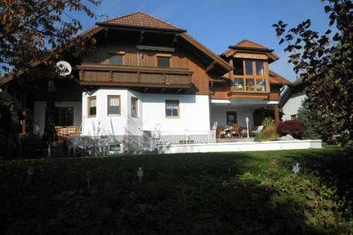 Zwei-Familien-Wohnhaus in bester Lage