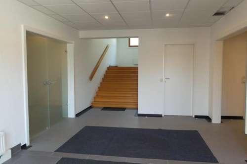 Wir können diese Fläche auch teilen - Großraumbüro  oder Mehrzweckraum   zu vermieten