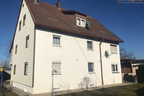 Teilunterkellertes, renoviertes Mehrfamilienhaus mit 3 Wohnungen in Traun zu verkaufen!