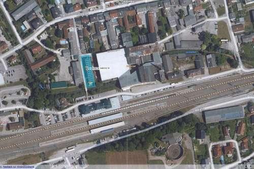 2 tolle Lagerhallen mit 4 Industrie - Sektionaltoren gleich neben dem Bahnhof in Neumarkt im Hausruckkreis zu vermieten!!