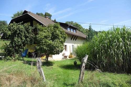Glanegg-WOHNHAUS mit 2 getrennten Wohnungen u. VIEL Grund plus kl. Stallgebäude