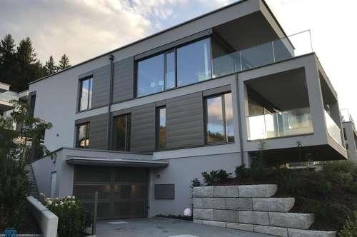 Velden am Wörthersee/AUEN: Traumhafte Seeblick-Wohnung - 77 m² Wfl. + 19,90 m² Terrasse mit eigenem Seegrund und Pool sowie 2 TG